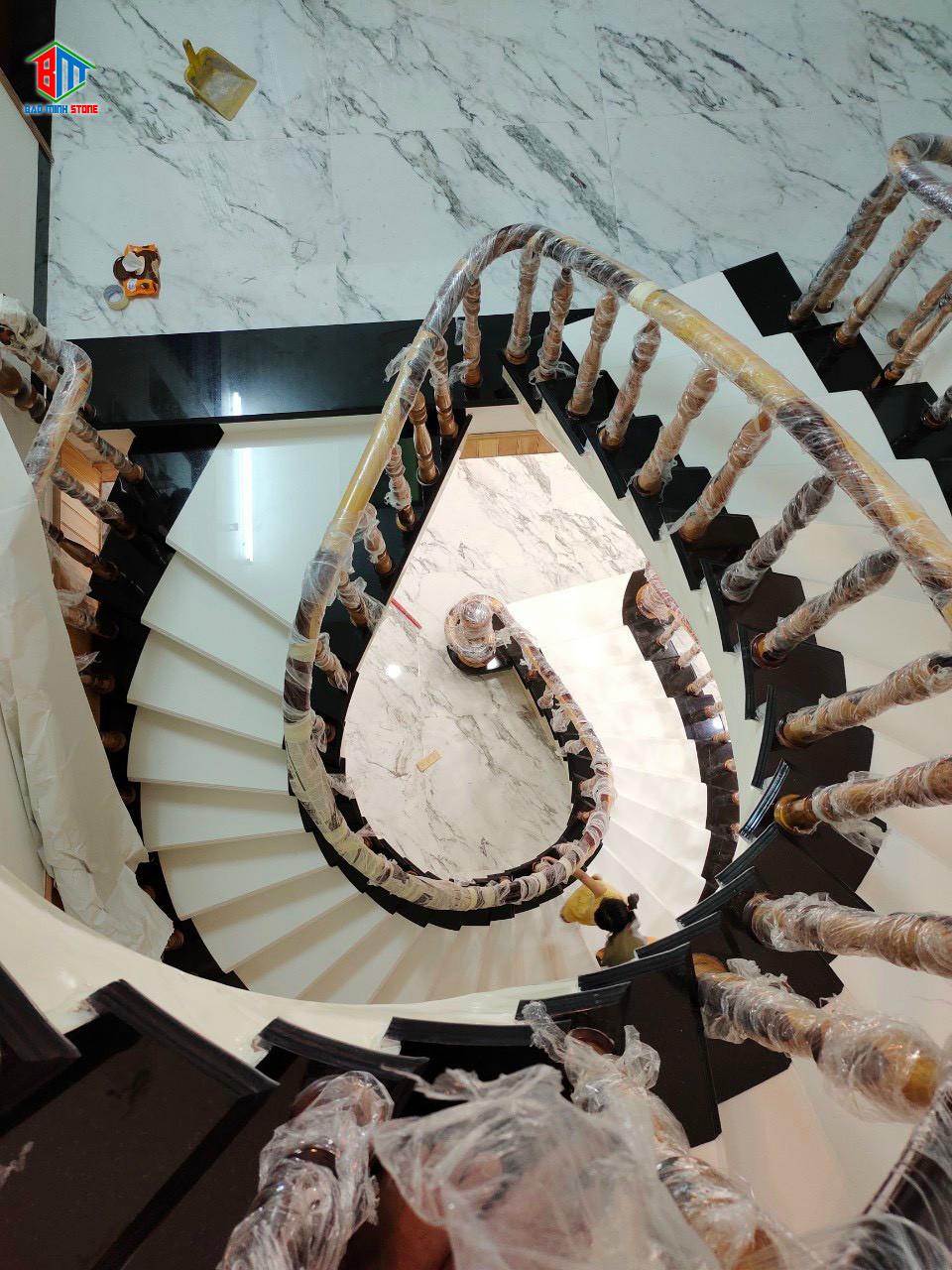 Báo giá đá ốp cầu thang mới nhất hôm nay