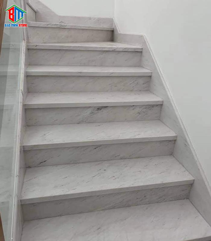 Vì sao nên chọn đá ốp cầu thang?