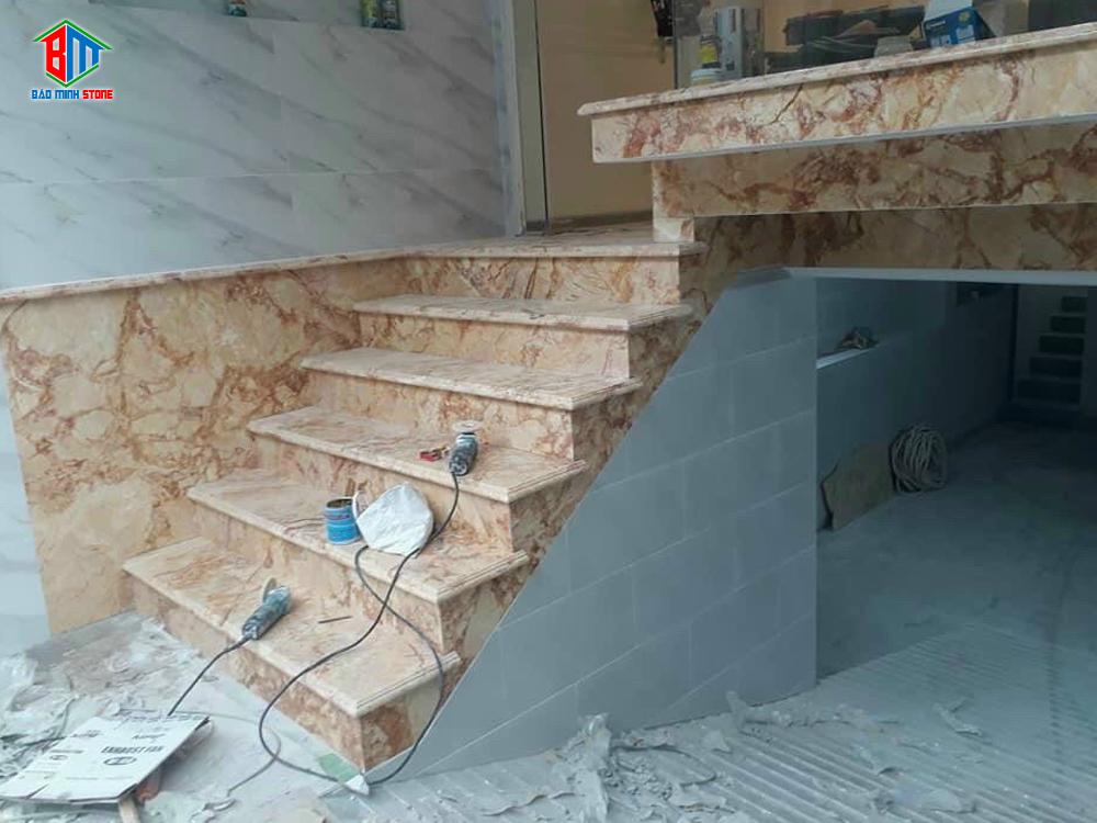 Hình ảnh thi công đá ốp cầu thang